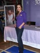 Alyssa Milano jeans