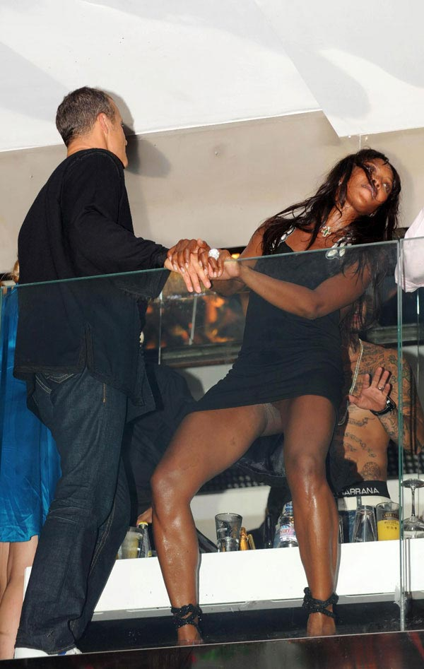Naomi Campbell upskirt