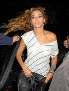 Beyonce  pussy upskirt