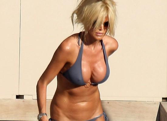 Victoria Silvstedt ass bikini