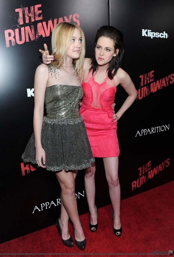 Dakota Fanning And Kristen Stewart