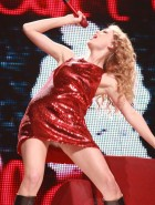 Taylor Swift red hot