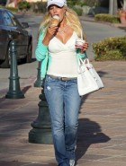 Heidi Montag licks ice cream