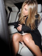 Jennifer Aniston oops upskirt