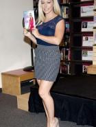 Kendra Wilkinson poses