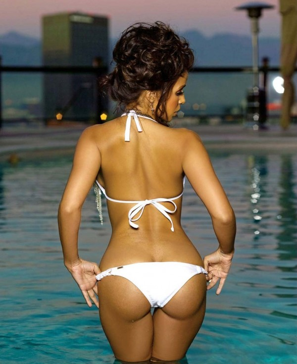Vida Guerra ass in bikini