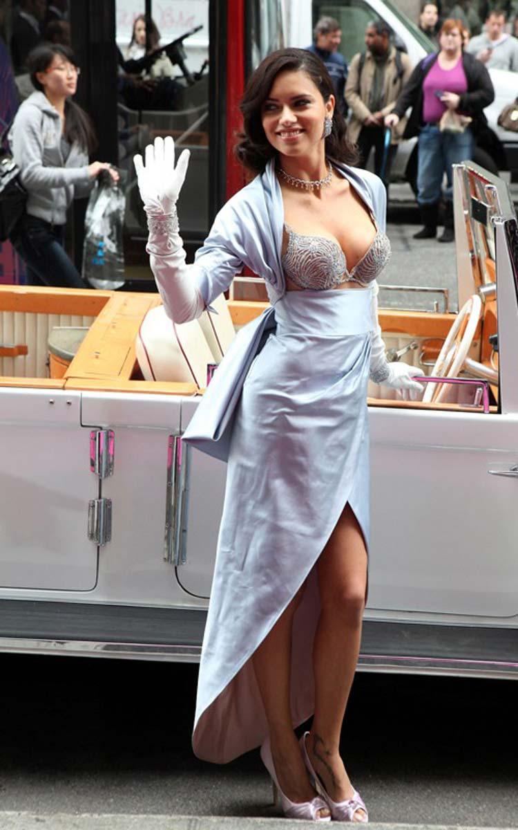 Adrianna Lima Sex in der Brandung