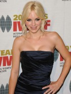 Anna Faris boobs
