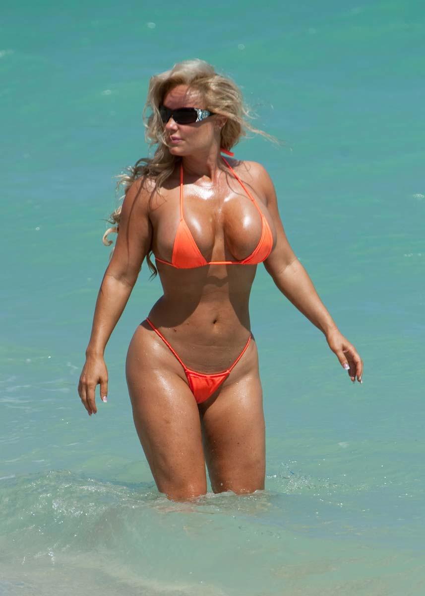 Nicole Austin Boobs 44