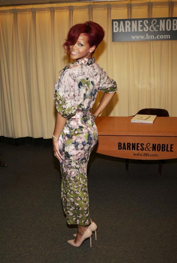 Rihanna Boob Slip 31