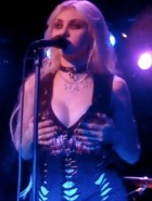 Taylor Momsen boobs