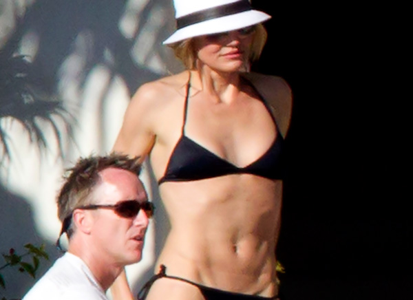 ... I got theese Cameron Diaz bikini pictures from her vacation in Mexico.