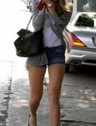 Amanda Bynes hot legs