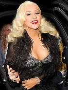 Christina Aguilera mega cleavage