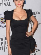 Miranda Kerr boobs