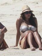 Jessica Alba pregnant bikini