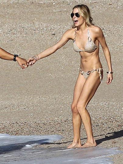 Leann Rimes Hot Bikinis
