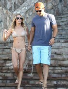 LeAnn Rimes hot in bikini