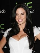 Jayde Nicole cleavage