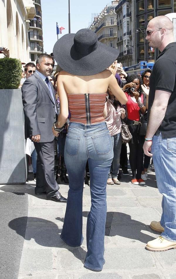Nicole Scherzinger cleavage jeans