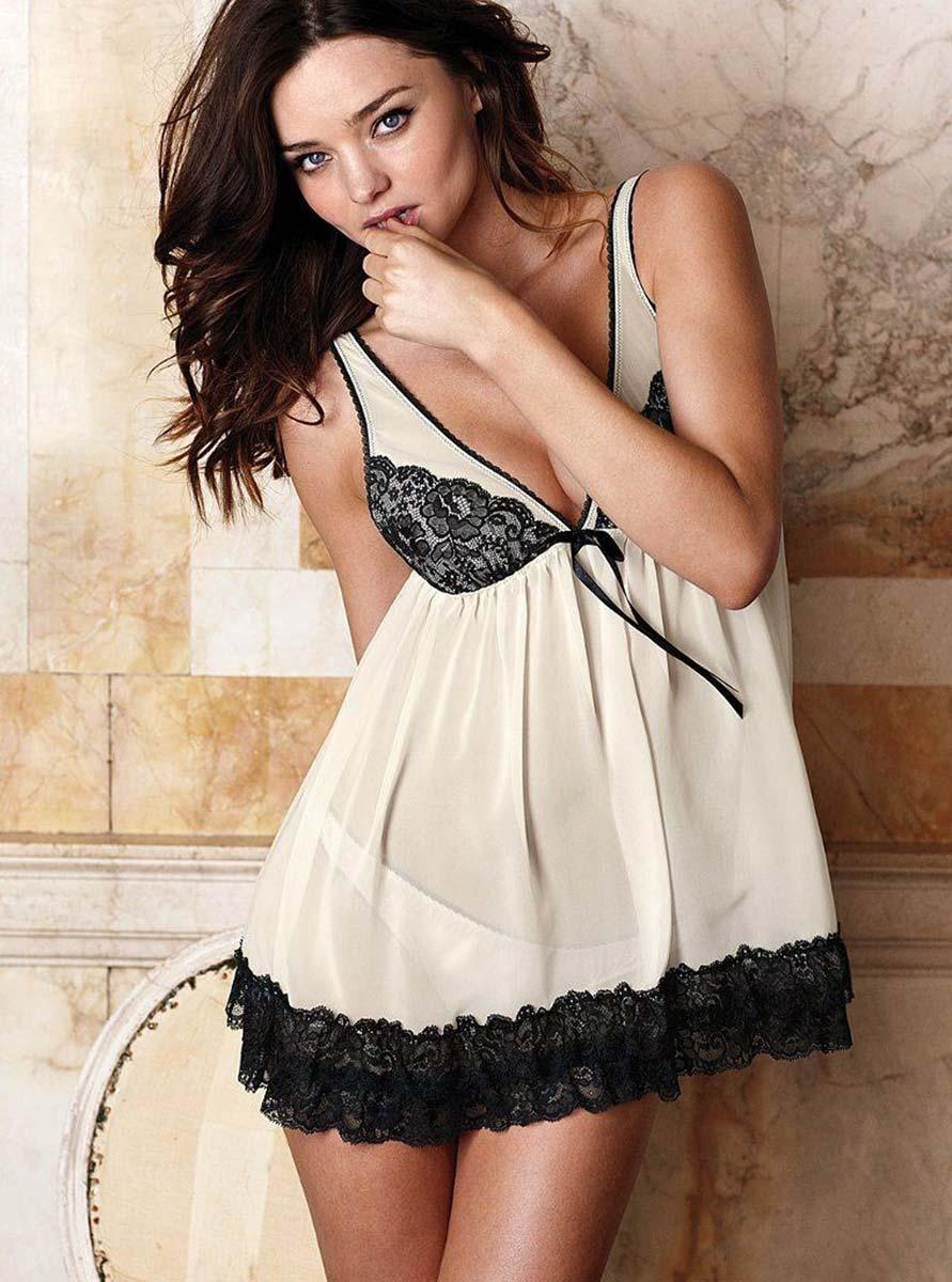 Фото женщин в белой сатиновой ночнушке 21 фотография