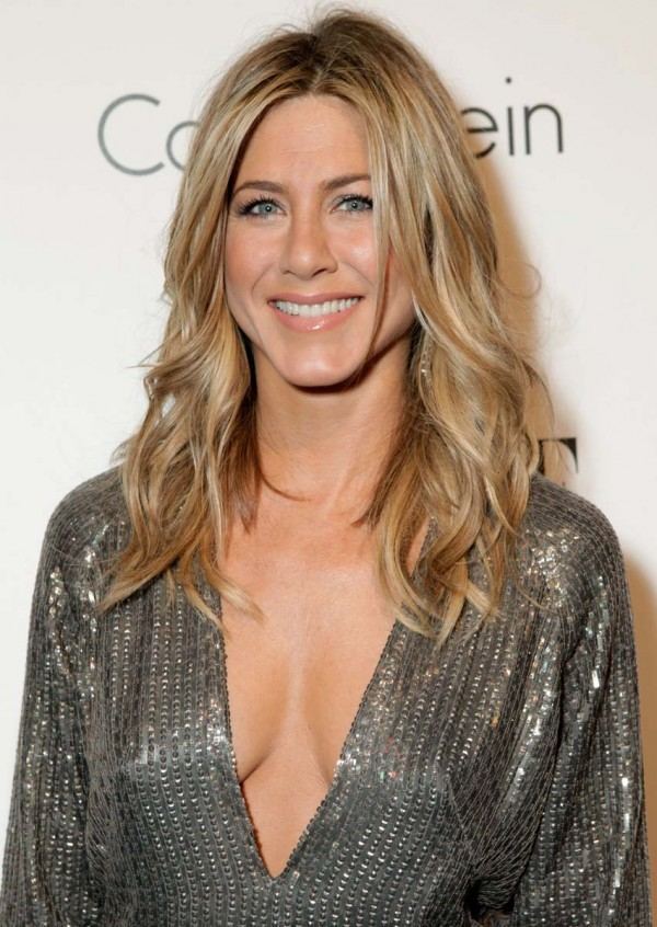 Jennifer Aniston braless cleavage