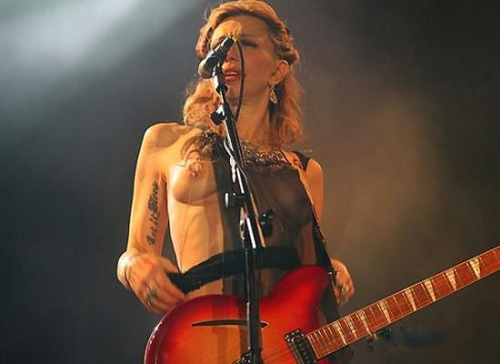 nude singing on stage