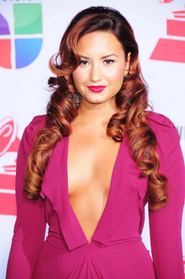 demi-lovato-braless-cleavage-6-600x901.j