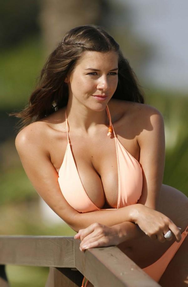 imogen thomas busty bikini 3 600x914 Imogen Thomas Photos | Ryan Giggs Affair | SportsGrid