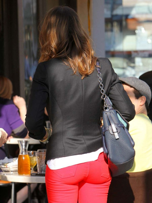 Jessica Alba booty in jeans