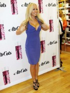Kendra Wilkinson signing