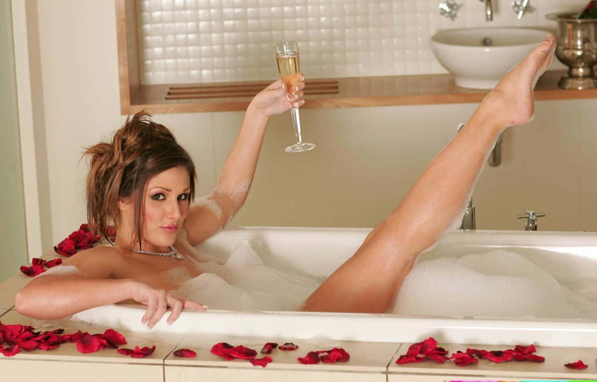 Порно мастурбация под душем домашнее