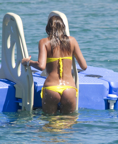 Aida Yespica bikini booty
