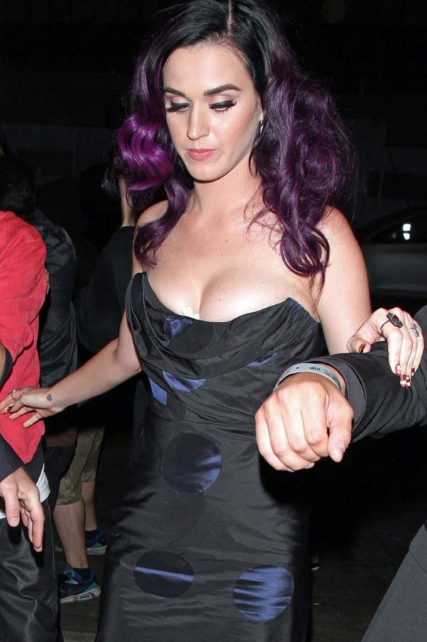Katy Perry cleavy