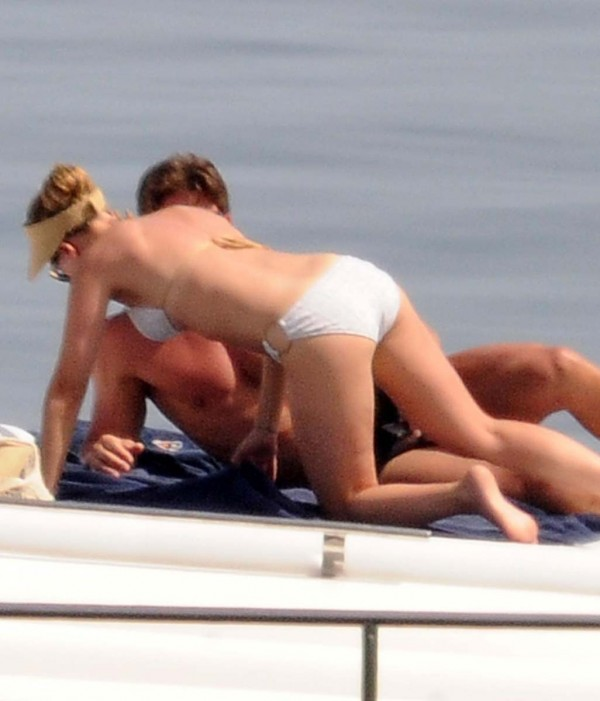 Scarlett Johansson Sexy Bikini