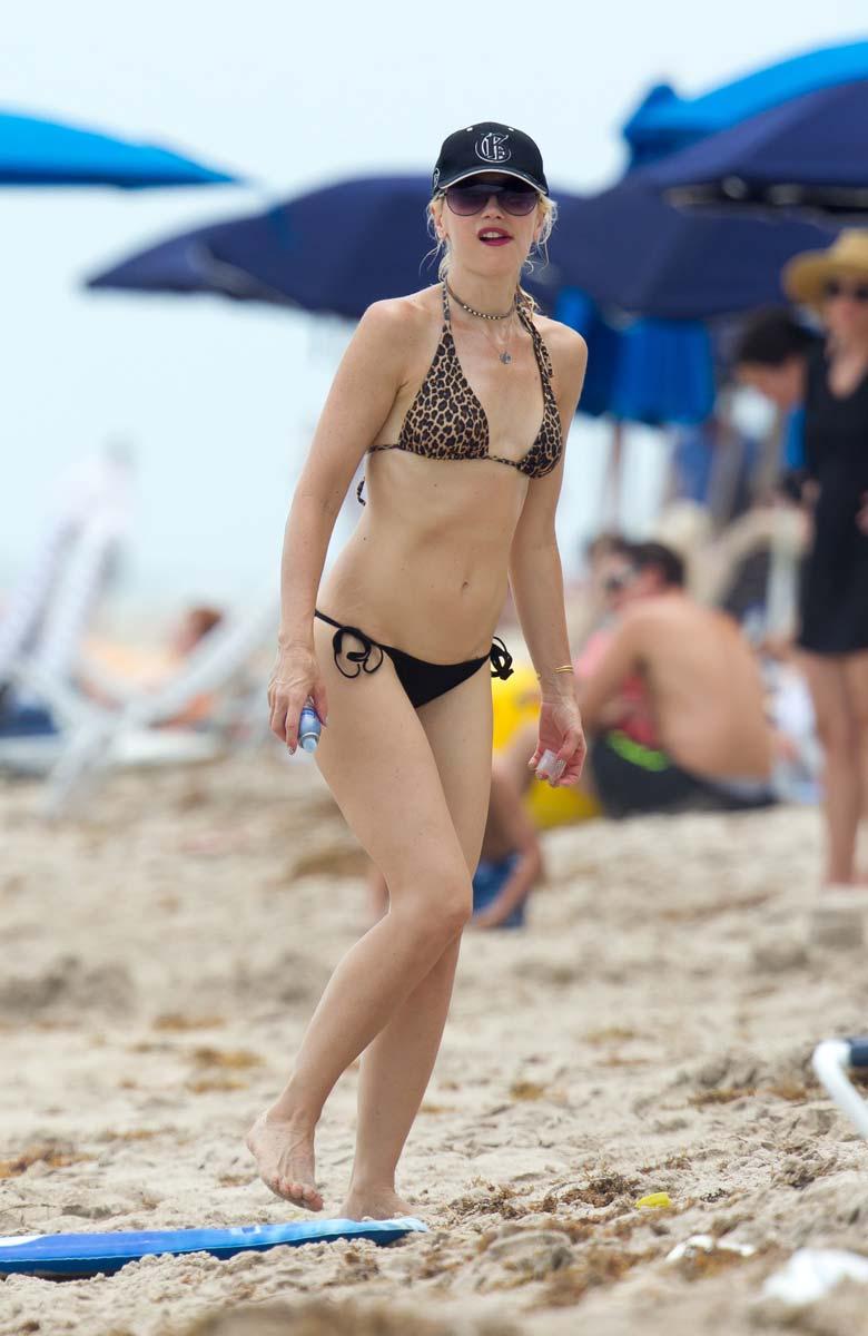 Gwen Stefani bikinis | AddictedToCelebs