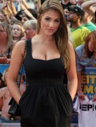 Lucy Pinder cleavage