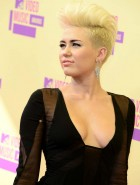Miley Cyrus cleavy