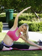 Holly Madison pregnant yoga