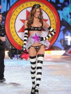 karlie kloss victorias secret fashion show