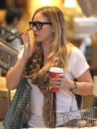 Hilary Duff glasses