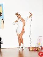 Beyonce braless
