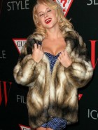 Renee Olstead cleavage