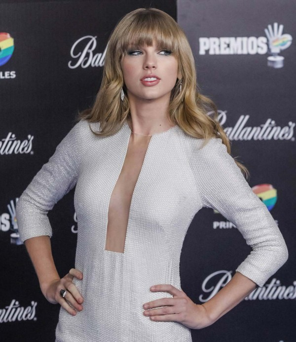 Taylor Swift Cleavage Nude Photos 37