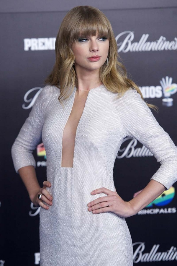 Taylor Swift Cleavage Nude Photos 78
