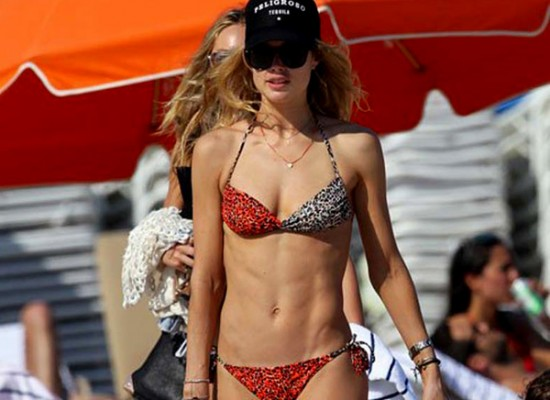 Doutzen Kroes pool