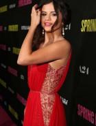 Selena Gomez spring la