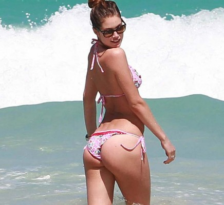 Doutzen Kroes bikini booty