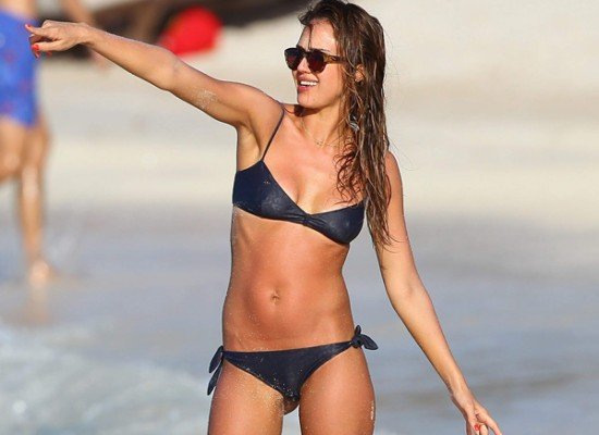 Jessica Alba bikini nipples