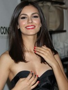 Victoria Justice cleavage